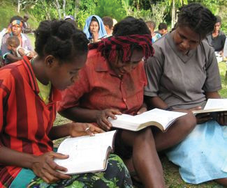 Women reading in Numanggang